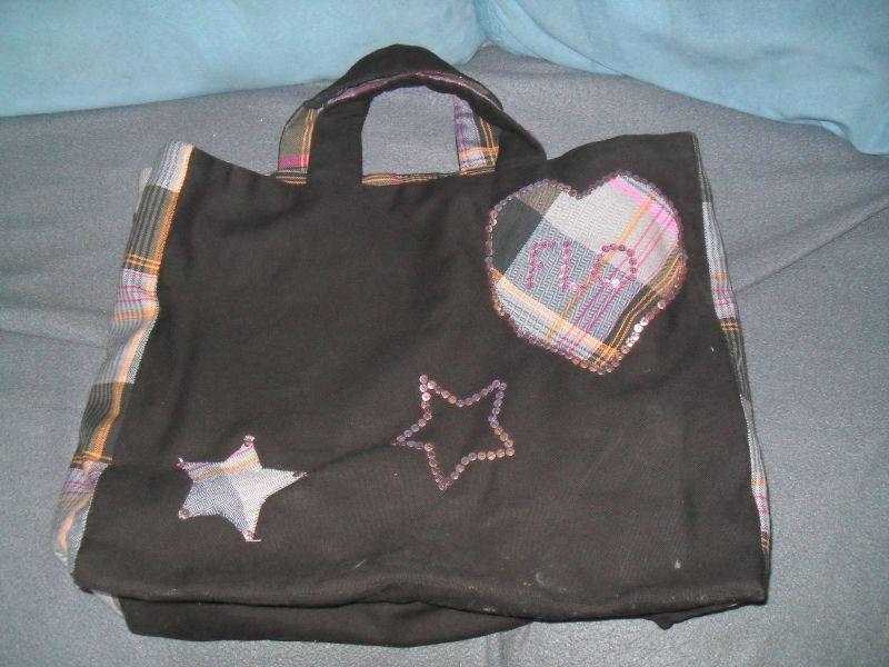 histoire de cr er customisation d un sac en toile de jute. Black Bedroom Furniture Sets. Home Design Ideas