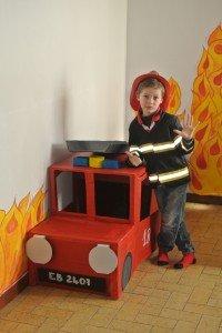 réalisation d un camion pompier dans Déco Anniversaire dsc_1900-200x300